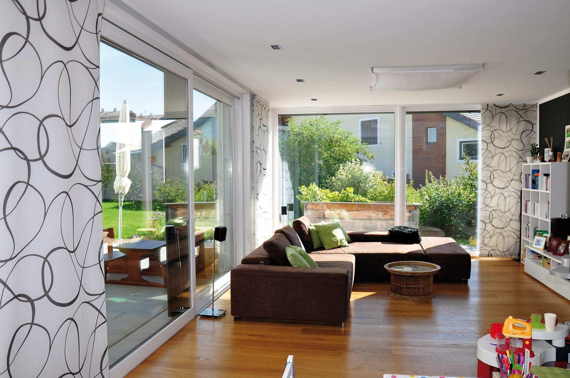 Modernes-Wohnzimmer-Glasfront